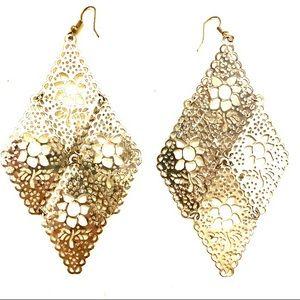 3/$8🎉 Silver Dangling earrings flowers